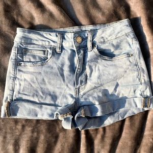 American Eagle High Rise Shortie Light Wash Size 6
